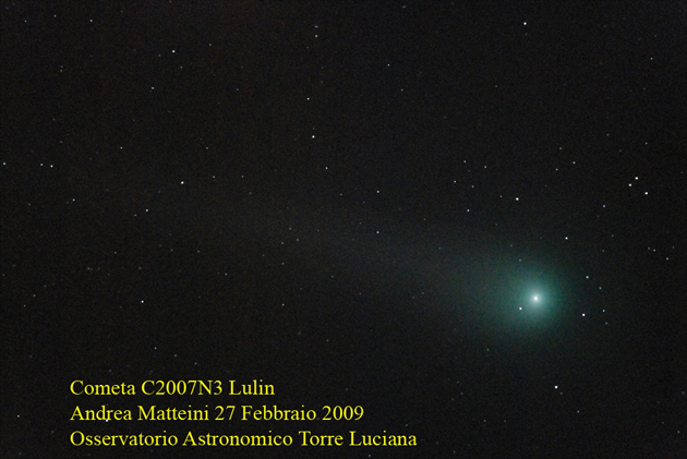foto Osserviamo la cometa, prossima alla sua massima luminosità, e la Luna